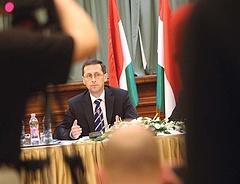 Benyújtotta költségvetési módosítóját Varga