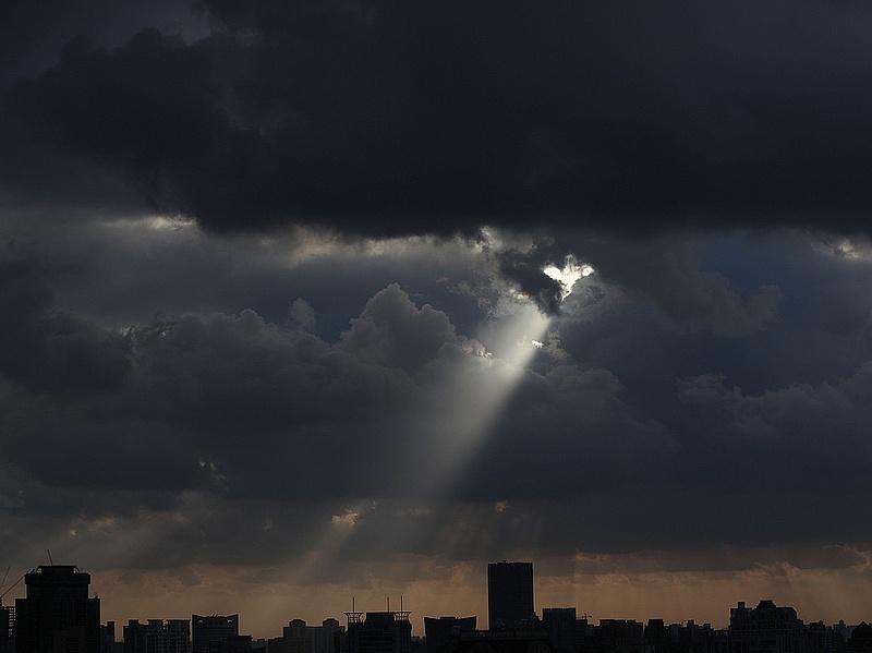 Kiadta a meteorológia a riasztást - felhőszakadások jönnek