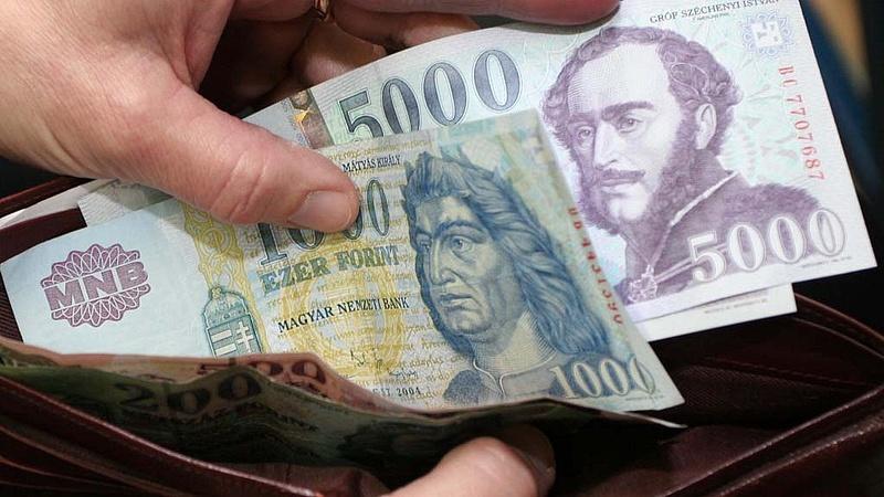 Mire képes a magyar egy kis extra pénzért?