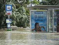 Reggeli árvízhelyzet: Dunaföldvárnál tetőzik a Duna, Budapesten apad