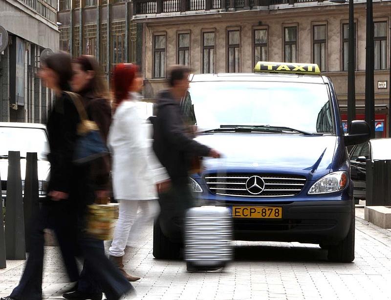 Hitelt kérnek a taxisok