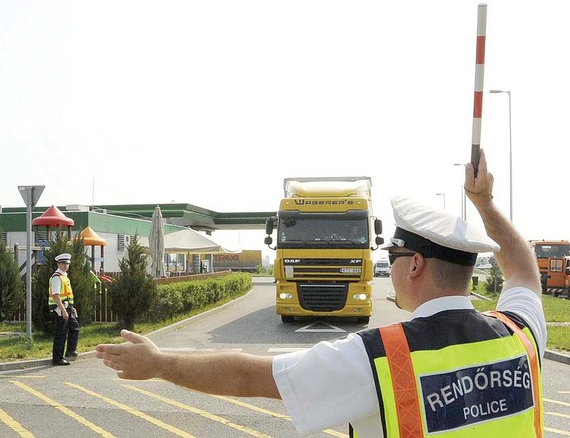 Tízből egy teherautónál és busznál találtak szabálytalanságot