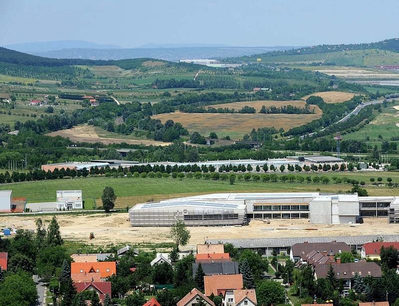 Milliárdokat kapnak az ipari parkok