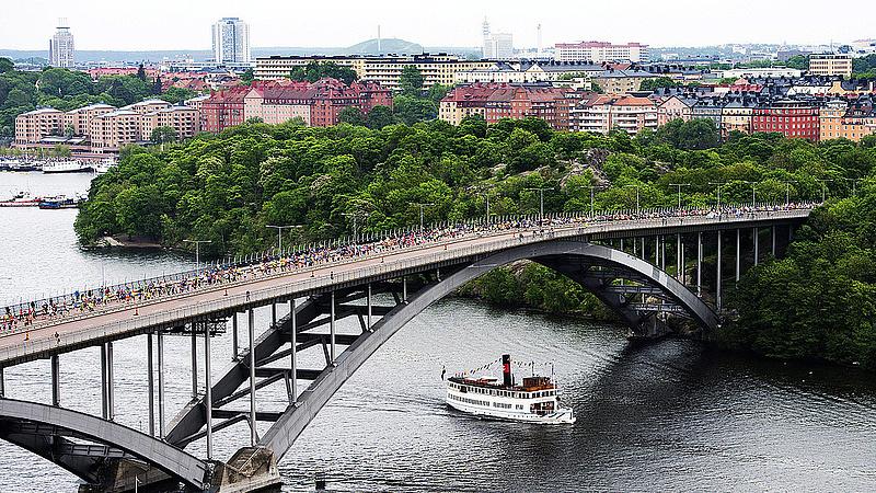 Rengeteg embert kitoloncol Svédország