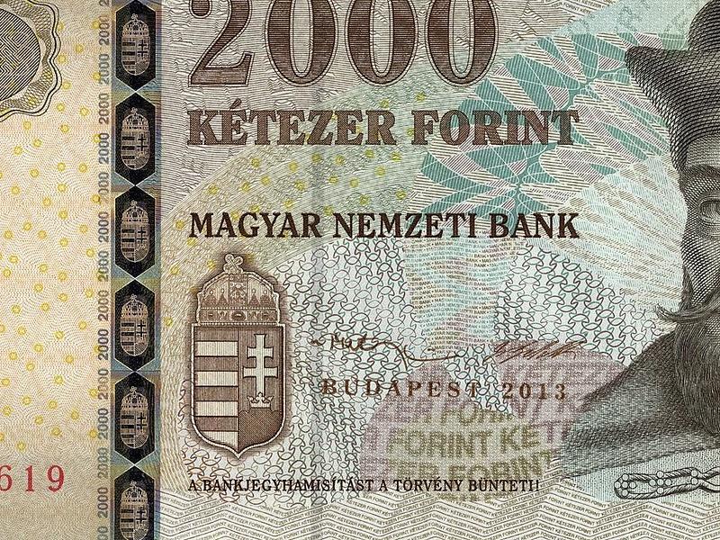Zuhan a forint, 312 felett az euró (frissített)