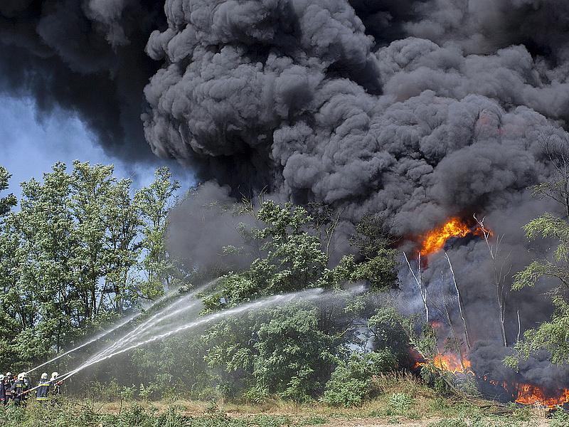 Nagy tűz pusztít Bobán