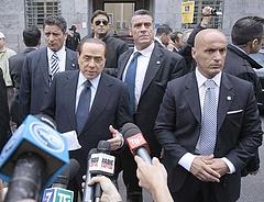 Itt a bírósági döntés! - Háziőrizetbe kerülhet Berlusconi
