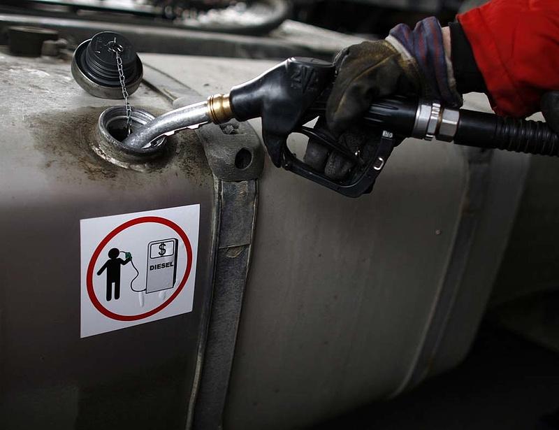 Csökkent a benzin ára