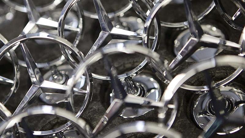 A Mercedest is eléri a dízelbotrány - több millió autót hívnak vissza