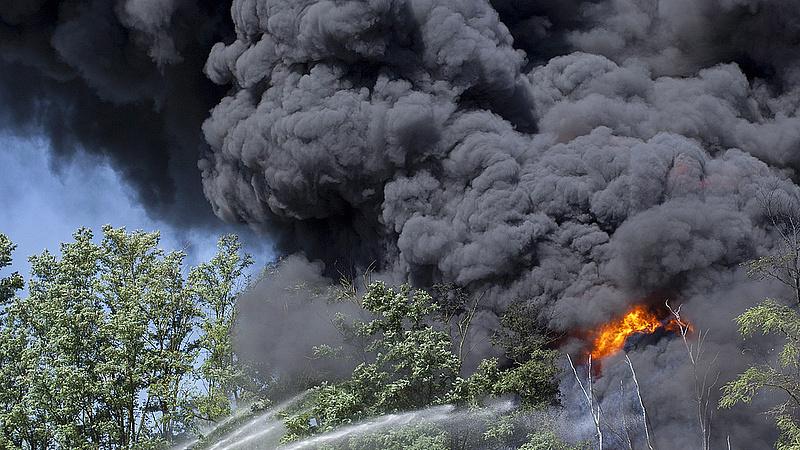 Kigyulladt egy orosházi üveggyár raktára