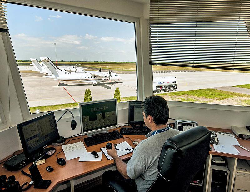 Nemzetközi reptereket építene vidéken a kormány