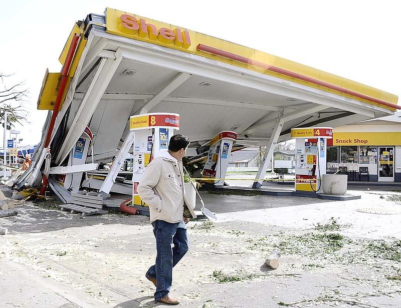 Robbanhat a benzinpiac, fenyegetőzik Irán