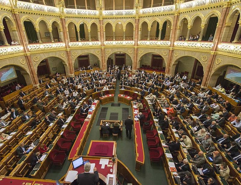 Csak két hétre ül össze a parlament