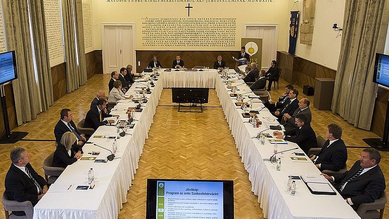 Varga az euró bevezetéséről beszélt