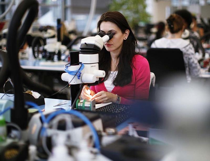 Furcsa figyelemfelhívás érkezett: hétfőtől ingyen dolgoznak a nők