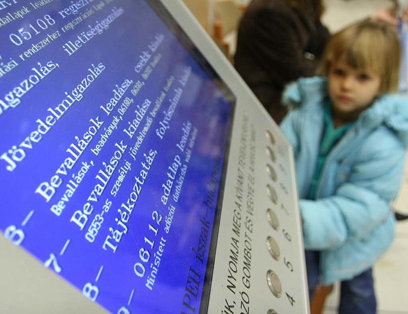 Itt a magyar csúcsfizetés: havi 63 millió forint