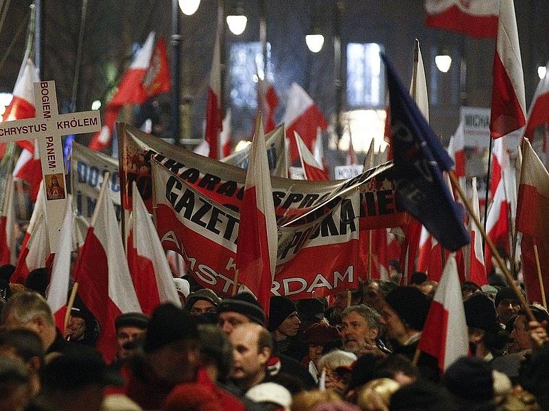 Euró- és dollárkötvényeket dob piacra Lengyelország