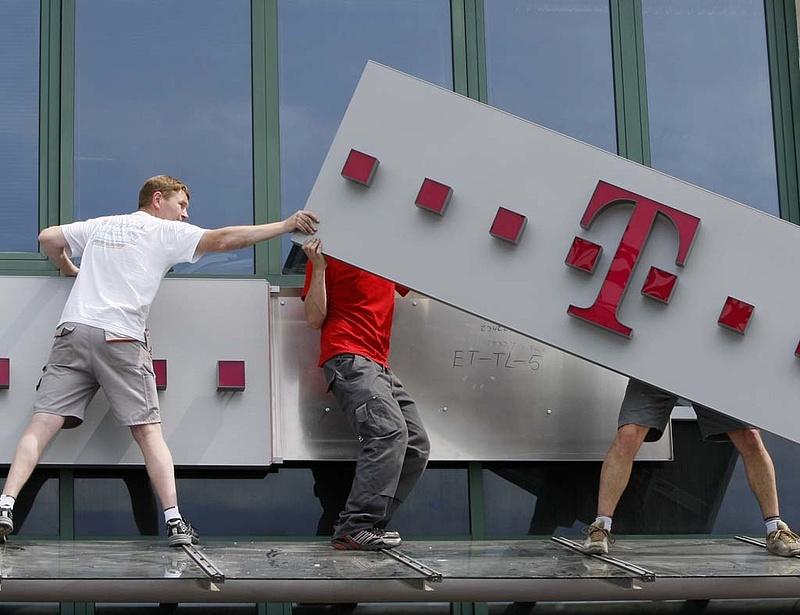 8000 fős elbocsátás a Magyar Telekom anyavállalatánál