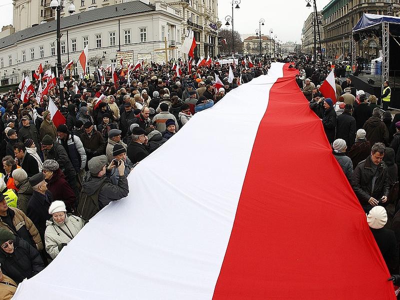 A jövő év végéig maradhat a lengyel alapkamat