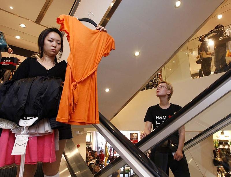 Harmadával esett a H&M profitja
