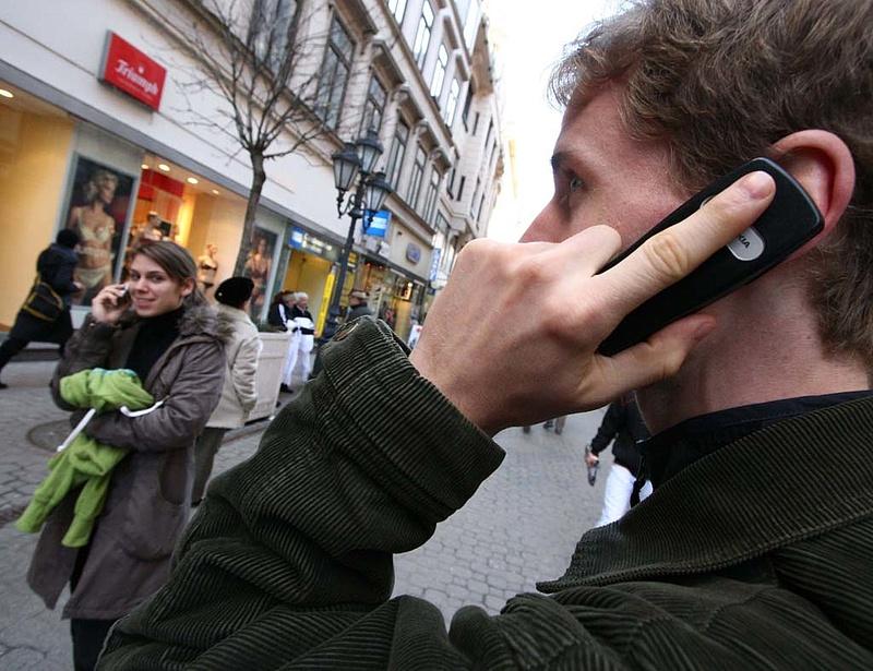 Ezért drágább Magyarországon telefonálni