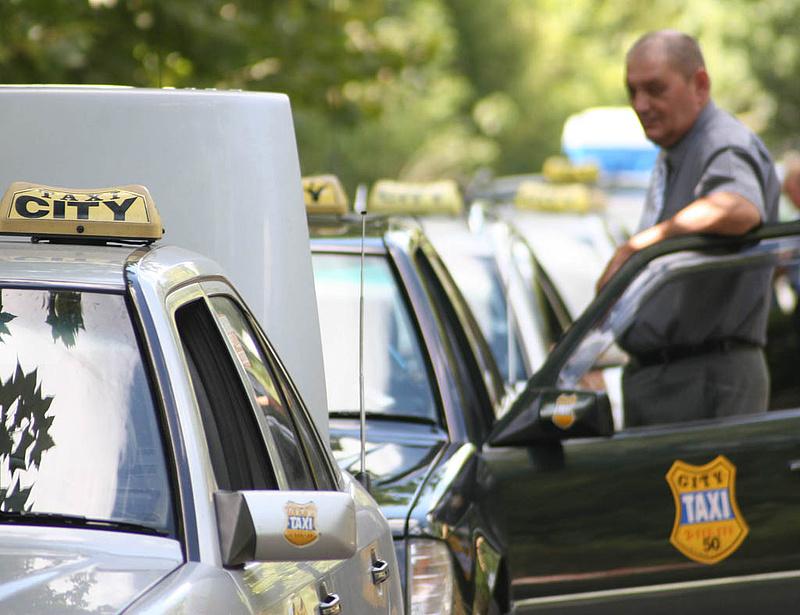 Megfeleződik a taxisok száma Budapesten