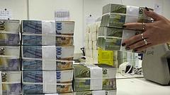 Mélyponton a kormányzat pénztartaléka - megint trükköztek az adóssággal?