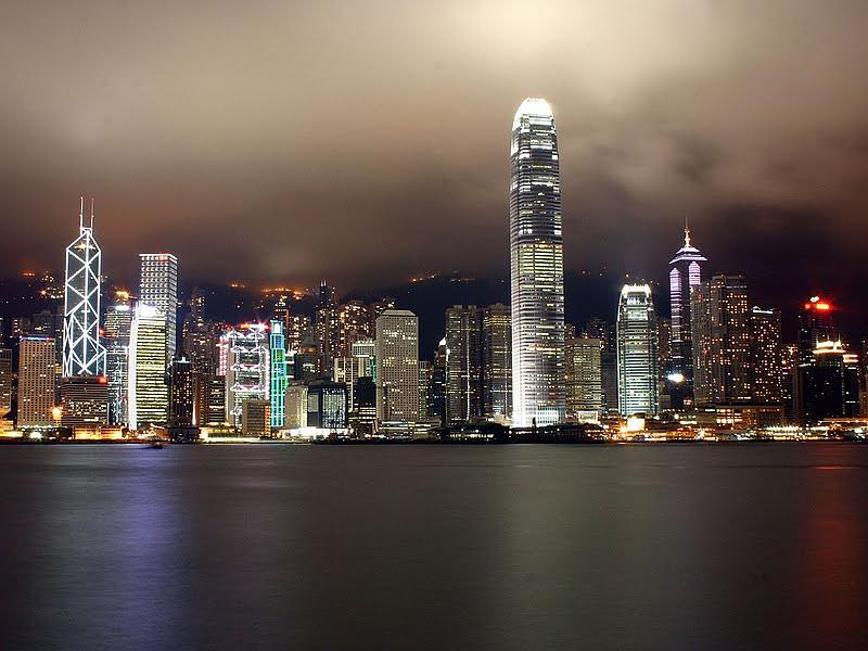 Megbénult Hongkong a közeledő Nangka miatt