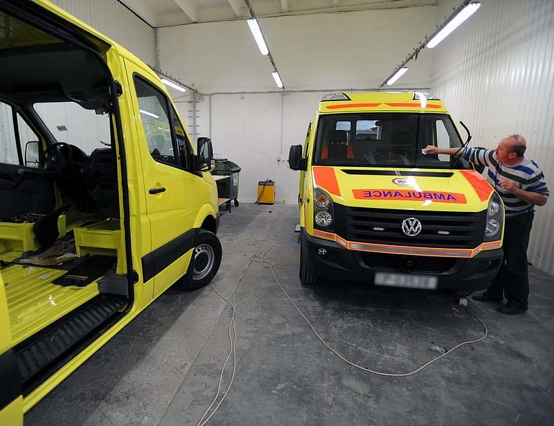 Felső-közép kategóriás személyautókat is vesz a mentőszolgálat