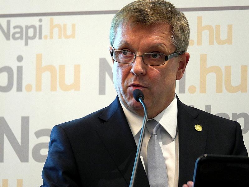 Matolcsy lemondásra szólította fel Olli Rehnt