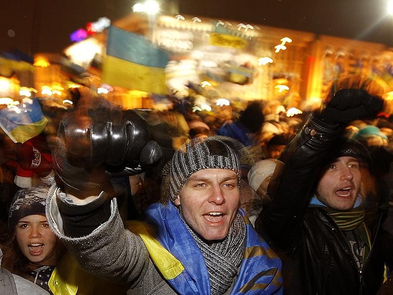 A német kormány az ukrán tüntetők mellé állt