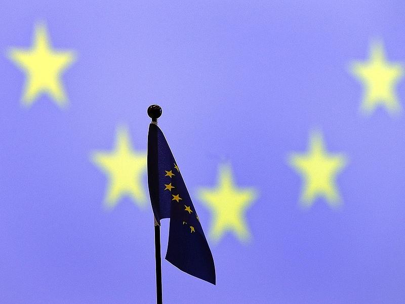 Még hetekig nem utal Brüsszel a kormánynak - szivárogtatnak Lázárék