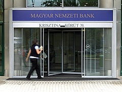 Jó hírt közölt az MNB a fogyasztókkal