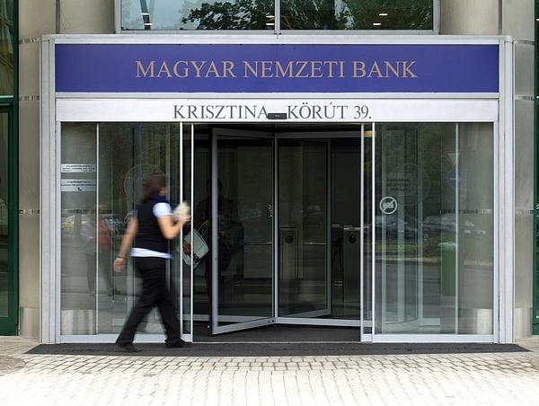 Offshore cégeknek bankszámlát nyitó alkuszra csapott le az MNB