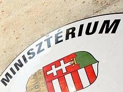 Ennyit keresnek a magyar miniszterek és államtitkárok - itt a lista!