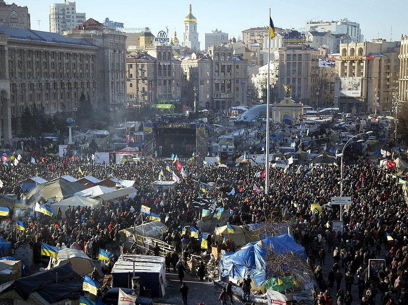 Össztűz alatt omlik össze az ukrán valuta