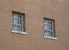 Négy új börtön építése kezdődik el