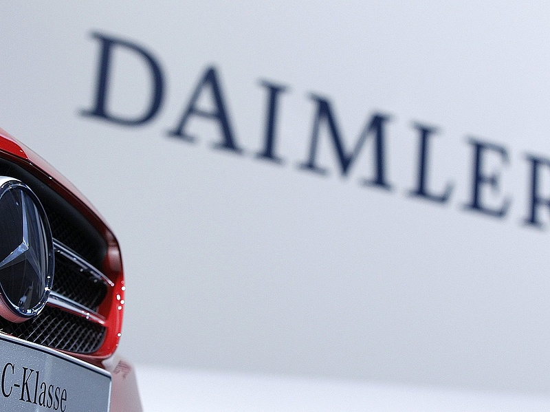Ellenőrzés a Daimlernél a dízelmotorok manipulációja miatt