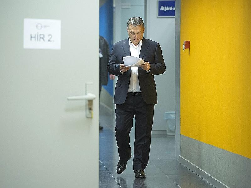 Orbán nagy kavarásáról ír az FT