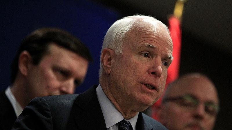 Agresszív agydaganata van John McCainnek