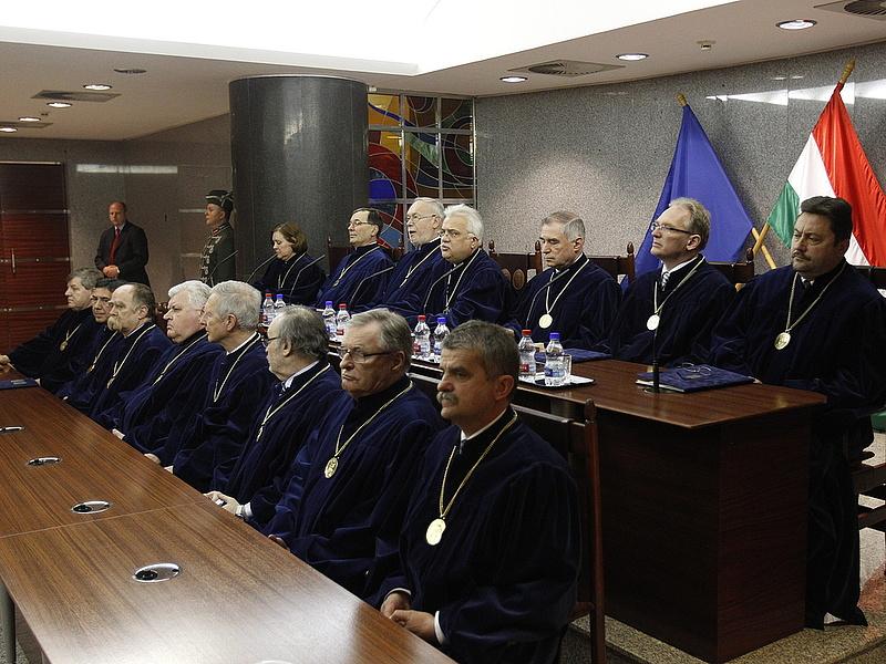 A bíróság előtt is szabad tüntetni - Ab