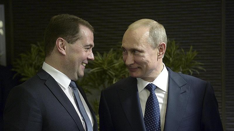 Medvegyev elégedett magával