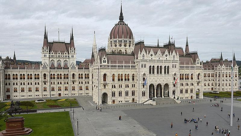Döntöttek az ellenzéki pártok: így indulnak 2022-ben