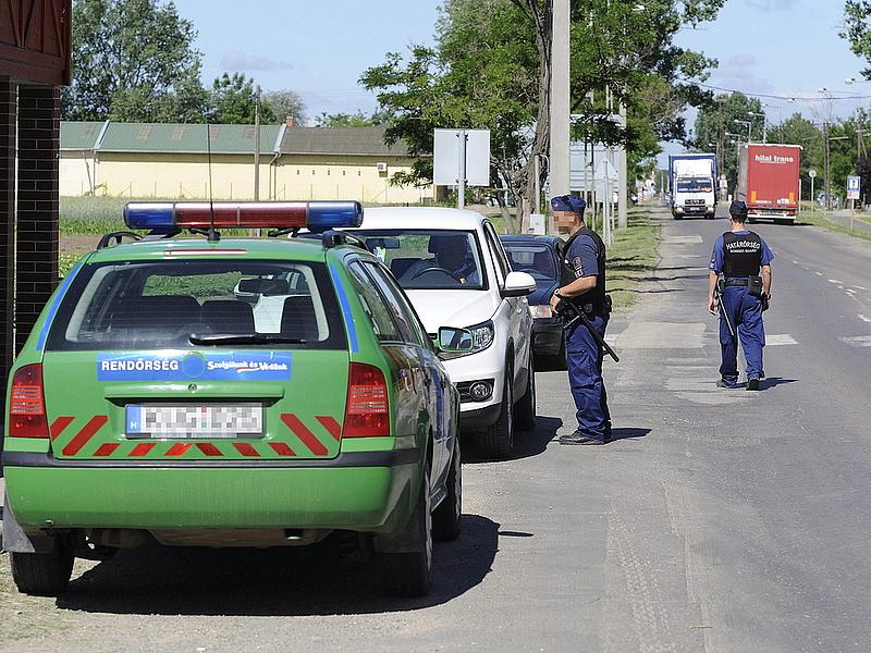 Vasfüggönyt húz a kormány a déli határra