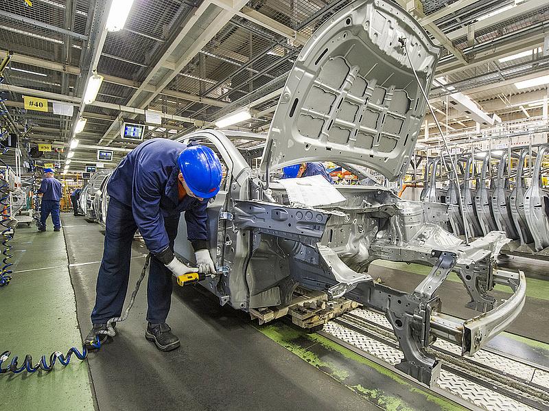 Leállnak a magyarországi autógyárak