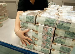 Fürdik a pénzben a magyar állam