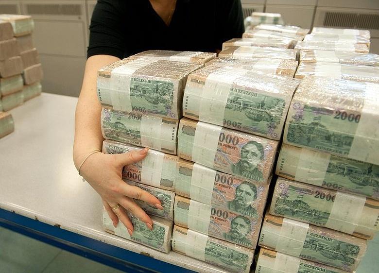 hogy a gazdagok sok pénzt kerestek)