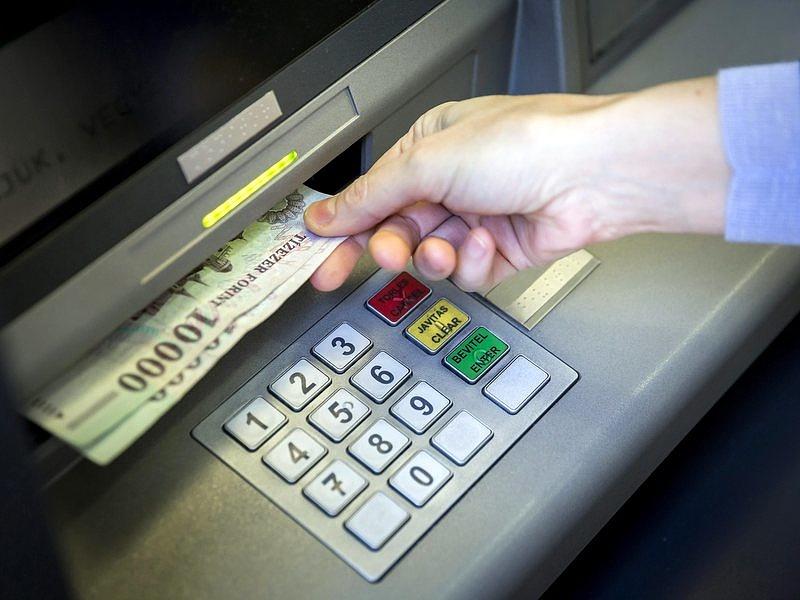 Hódítanak az online hitelek
