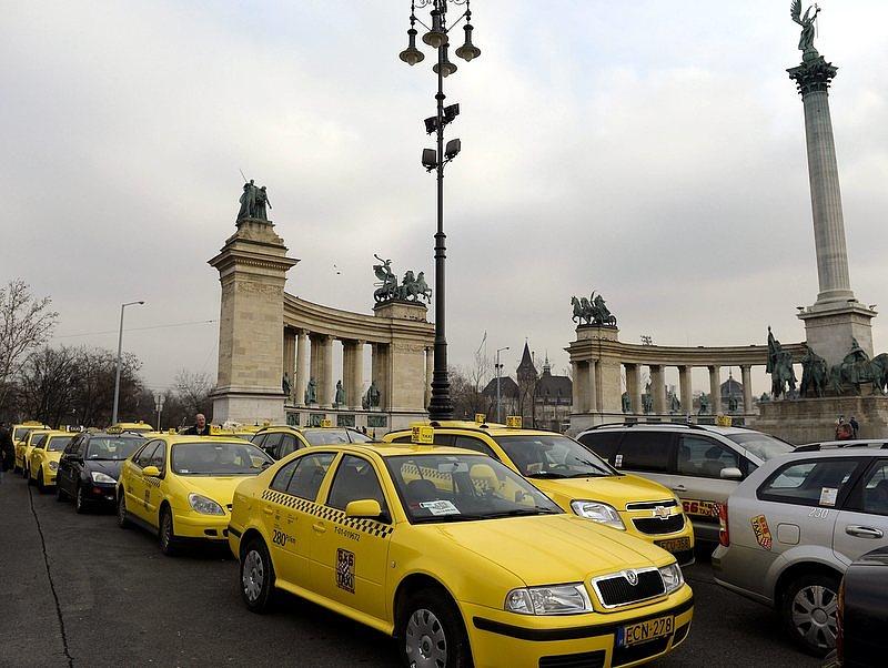 Véget érhet az adok-kapok a BKK és a taxisok között