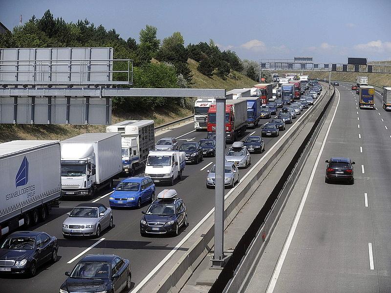 Autósok, figyelem! Fizetős lesz az M0-s és a budapesti autópálya-bevezetők is